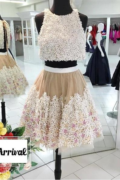 Exquisite Two Piece A-Line Jewel Sleeveless Short Homecoming Dress With Appliques