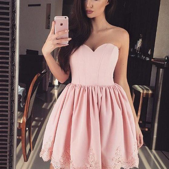 Simple A-Line Sweetheart Sleeveless Satin Pink Short Homecoming Dress With Appliques