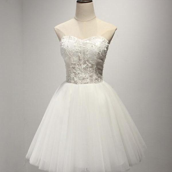 Elegant A-Line Sweetheart Backless Lace Up White Short Homecoming Dress With Appliques